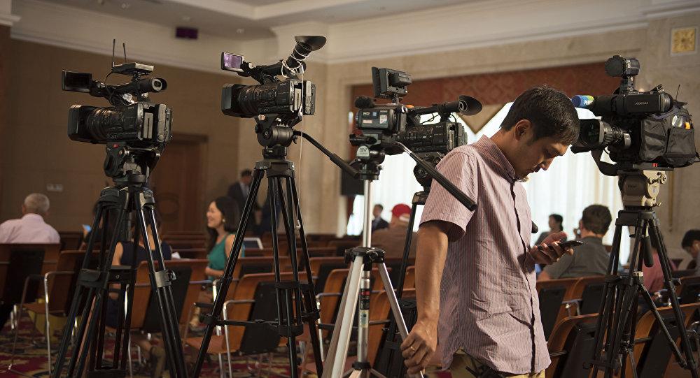 Власть должна быть сильной не за счет ослабления СМИ