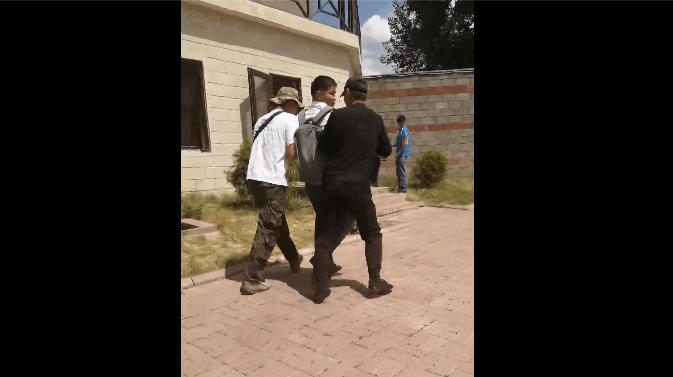 В доме экс-президента в селе Кой-Таш напали на журналиста и выставили его за территорию резиденции (дополнено)